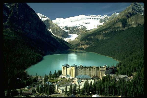 London (ON) Canada  city photo : The famous Lake Louise Chateau Hotel in Banff, Canada.
